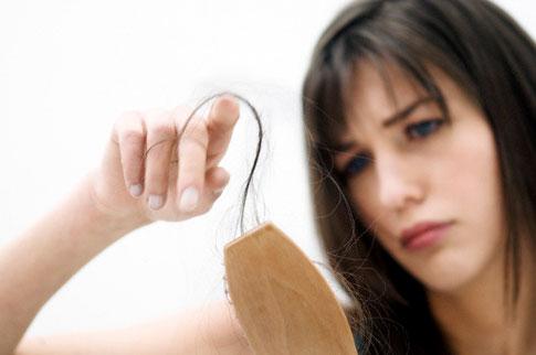 Используя смеси из лука, вы легко избавитесь от такой проблемы.