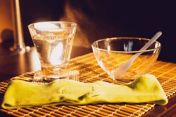 Используйте стеклянную или керамическую посуду