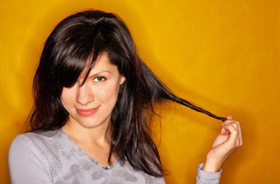 Избавьтесь от привычки теребить и крутить в руках локоны, возможно из-за неё у вас так путаются волосы