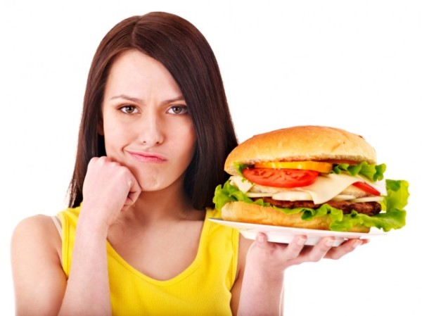 Избыток жирной пищи часто приводит к образованию прыщей