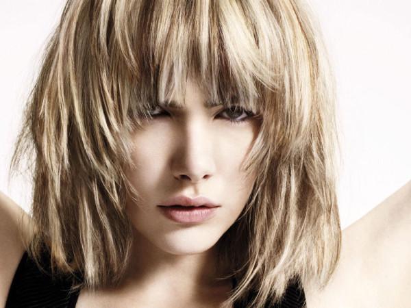 Каре с прямой челкой на тонкие волосы (градуированный тип)