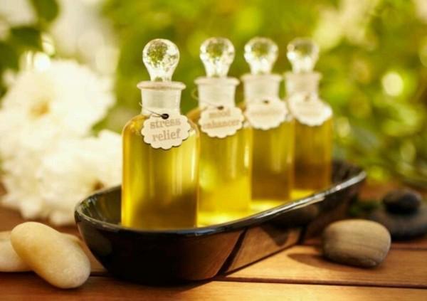 Касторовое, репейное и миндальное масла – доступный и простой способ вернуть бровям естественную красоту