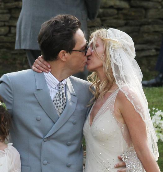 Кейт Мосс: свадебный образ в «пиратке»