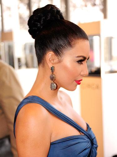 Ким Кардашьян – известная поклонница пучков с косами