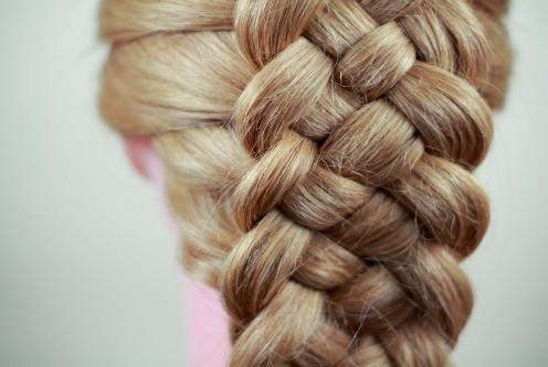 Классическая или французская коса из пяти прядей – отличный альтернативный вариант наскучившим укладкам на голове