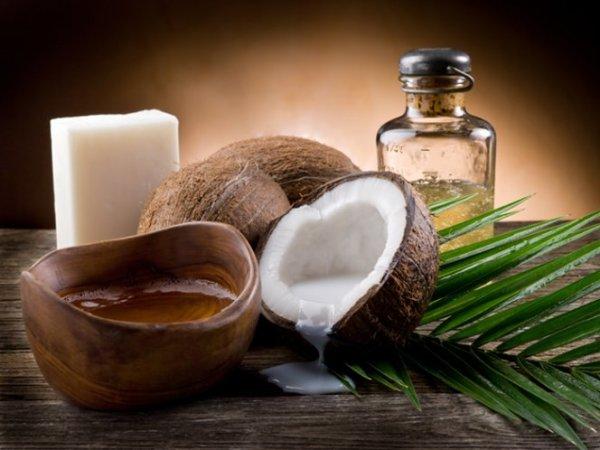 Кокос - отличное питательное средство для локонов