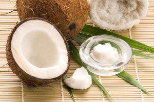 Кокосовое масло относится к баттерам. Поскольку обретает твердую консистенцию при комнатной температуре.