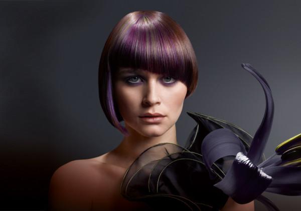 Колорирование на короткие волосы в вишнево-сливовых тонах методом лучевого окрашивания