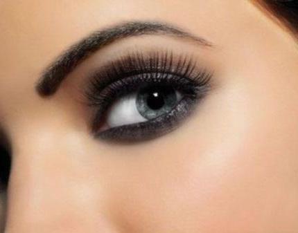 Красивые брови нужного цвета сделают взгляд более чувственным