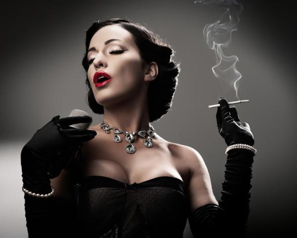 Курильщики страдают от курения сами и отравляют вредным дымом окружающих.