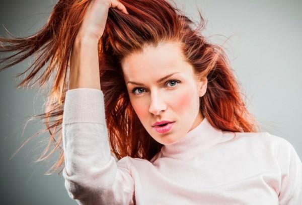 Лавсонию так же, как и прочие краски для волос можно наносить только на прикорневую хону отросших локонов