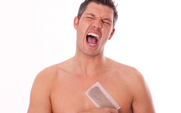 Ликвидировать «растительность» на теле можно и своими руками с помощью восковых полосок, бритья или шугаринга