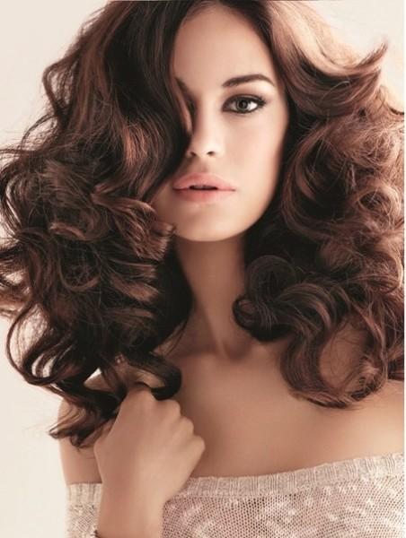 Локоны добавят вашим волосам внушительного объема
