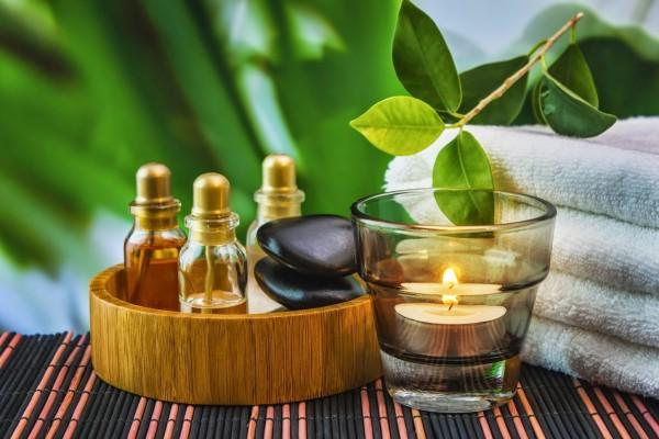 Масло виноградной косточки для ресниц чаще всего используют при смешивании с эфирными маслами для проведения ухаживающих домашних процедур своими руками