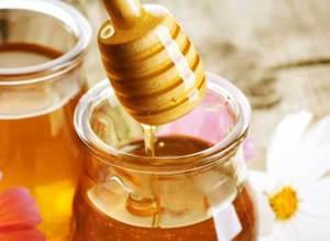 Мед – сладкое удовольствие для локонов.
