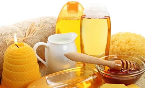 Медовые маски не только устраняют воспаление, но и обладают общеукрепляющим эффектом