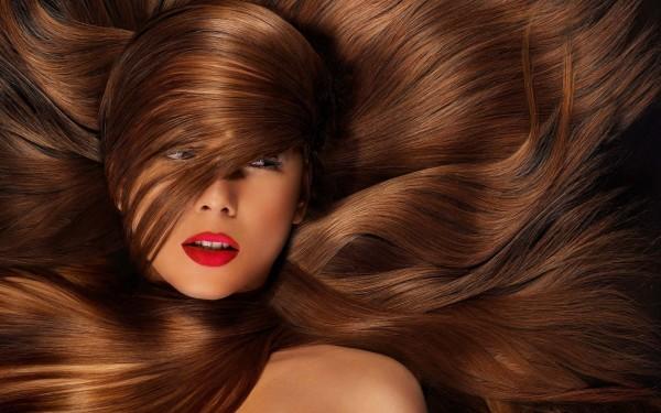 Медовые маски положительно влияют на волосы