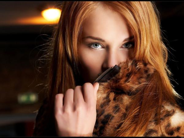 Медовый тон в макияже и цвете волос стал популярным во многом благодаря Наталье Водяновой и Кэндис Свейнпол