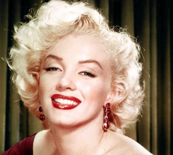 Мэрлин Монро создала запоминающийся на века образ сексуальной блондинки.
