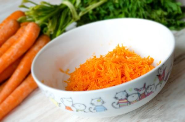 Морковка – простой, но эффективный продукт для домашней маски, приготовленной своими руками