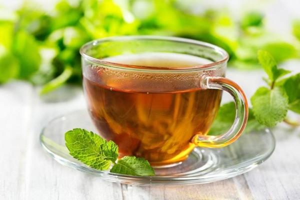 Мятный чай прекрасно помогает справиться с недомоганием