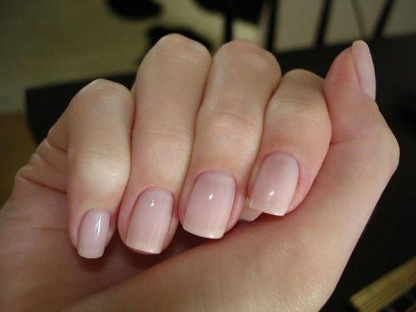 На длинных пальцах лучше всего смотрится квадратная форма ногтей