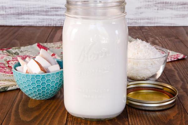 На Филиппинах кокосовое молоко называют гата, в Индонезии и Малайзии - сантан, а в солнечном Таиланде – кати