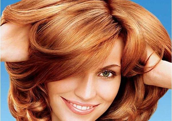 На фото – мелированные рыжие волосы