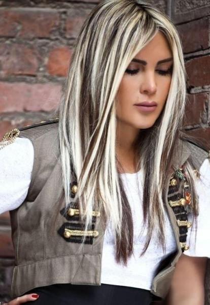 На фото: черное мелирование на белых волосах