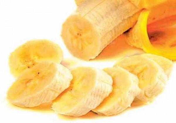 На фото изображен банан, который добавляется в такую смесь.
