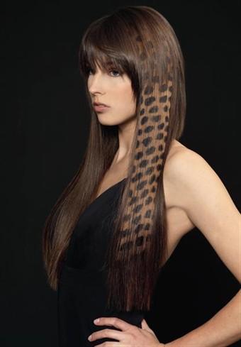 На фото изображены темные волосы, на которых было выполнено сложное окрашивание.
