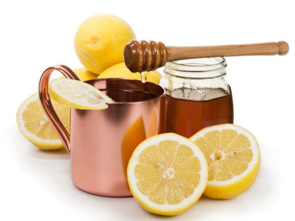 На фото простые продукты, которые принесут огромную пользу для ваших локонов.