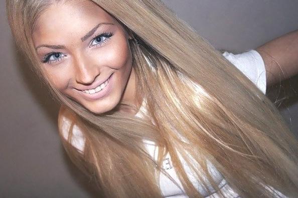 На фото: русые волосы пепельного оттенка