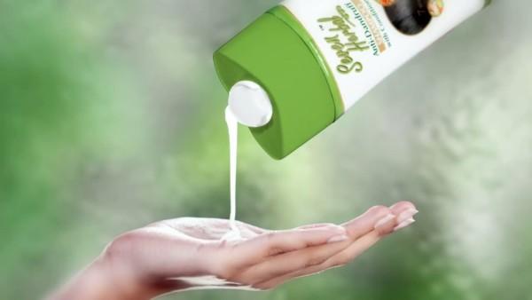 На фото шампунь органической серии Seven Herbal