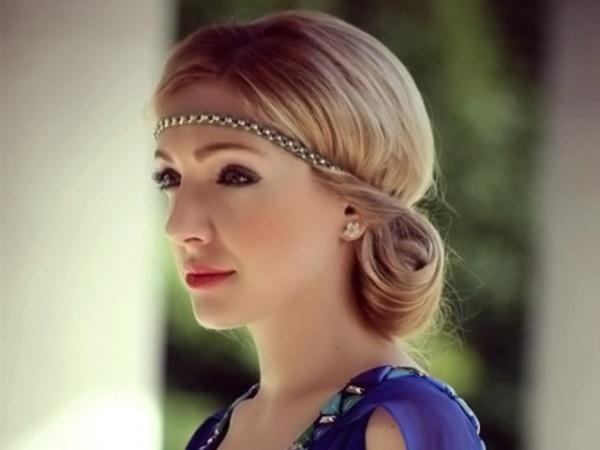 На фото: великолепна греческая укладка в ее естественном образе.