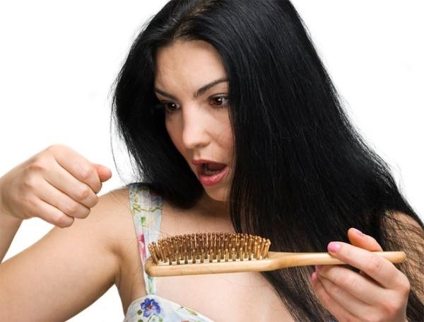 Находите свои волосы по всей квартире? Немедленно займитесь их лечением!
