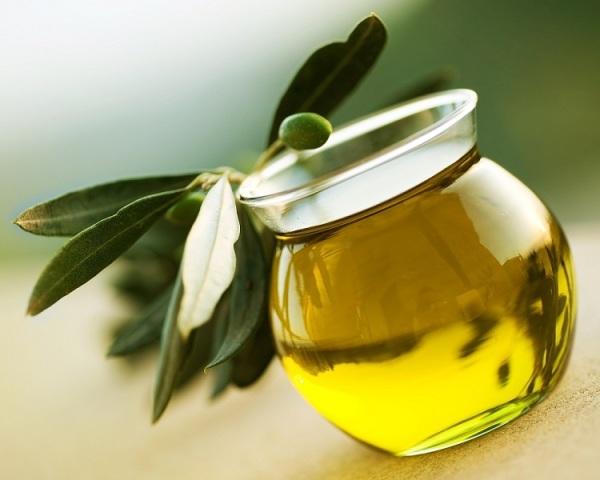 Натуральные масла помогут локонам восстановиться и не стать сухими