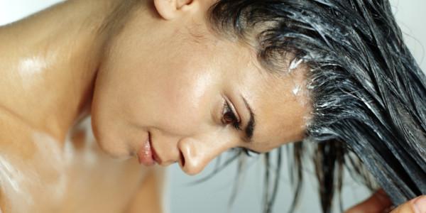 Натуральные средства помогут обеспечить волосам нужный уход