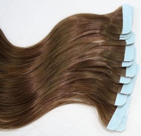 Натуральные волосы для наращивания на лентах так же используются мастерами, как и капсульные.