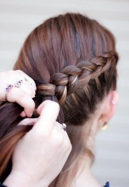 Научившись основной технике плетения, вы можете экспериментировать с созданием разнообразных кос
