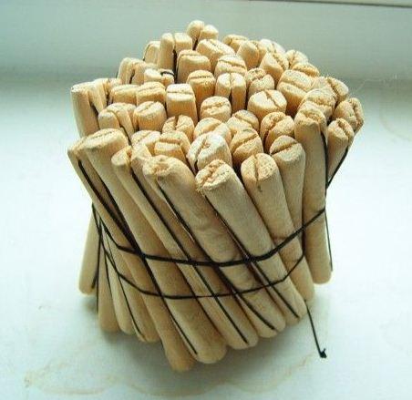 Не используйте металлические предметы, а бигуди лучше всего выбирать полностью деревянные