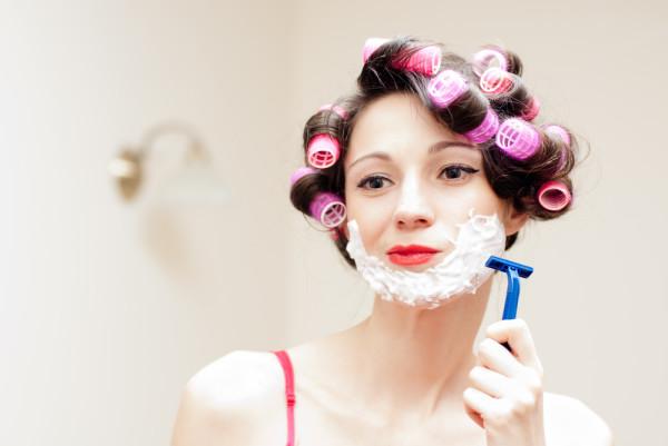 Не все методы депиляции подходят для кожи лица, в дальний ящик придется отложить кремы и бритвы