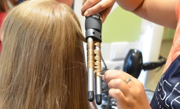 Небольшая фото-инструкция о том, как правильно пользоваться щипцами для завивки волос (метод накручивания «восьмеркой»)