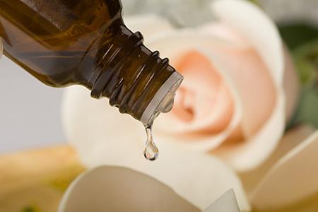 Немного жидкого витамина А поможет устранить выпадение