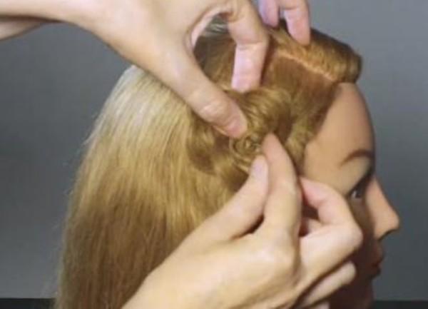 Необязательно иметь длинные волосы, чтобы делать красивые ажурные прически