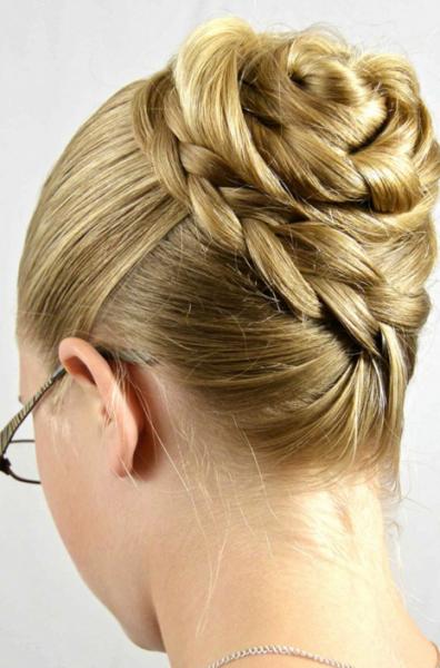 Нестандартное исполнение привычных укладок из кос – лучший способ подчеркнуть свою индивидуальность