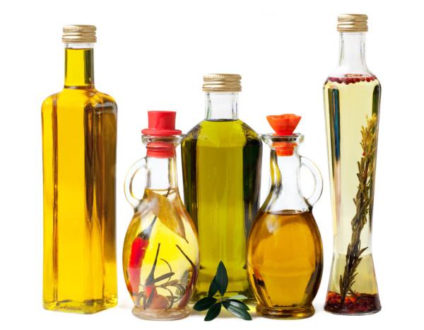 Неудивительно, что растительные масла выводят краску с волос, ведь компоненты, содержащиеся в них, могут разрушать искусственные пигменты.