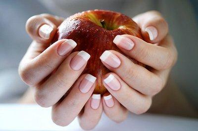 Ногти способны рассказать не только о нехватке витаминов, но и о серьезных заболеваниях, скрывающихся внутри организма