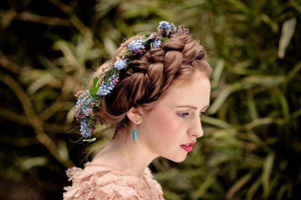 Объемная, блестящая коса – традиционный символ девичьей красы
