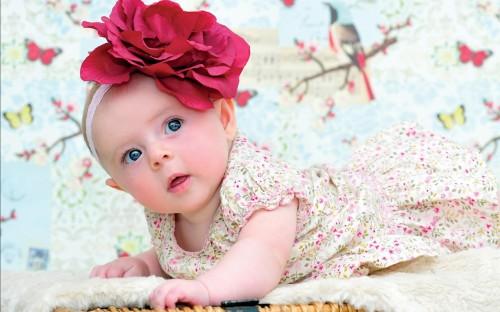 Очаровательная повязка с цветком украсит голову малышки